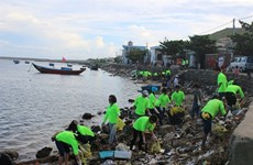 Quand les touristes se muent en éboueurs sur l'île de Ly Son