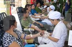 """HCM-Ville : des milliers de personnes donnent de sang lors du """"Dimanche rouge"""""""