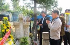 Têt : de nombreux visiteurs rendent hommage au général Vo Nguyen Giap