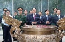 Le chef de l'Etat rend hommage au Président Ho Chi Minh à Ba Vi