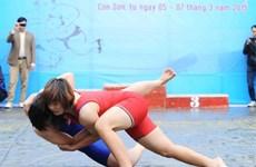 Une main tendue à la lutte libre féminine ?