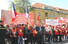 Les Vietnamiens en R.tchèque protestent contre les actes de la Chine en Mer Orientale