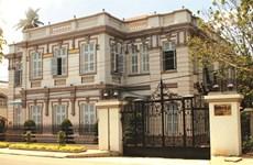 Trois maisons historiques dans le delta du Mékong