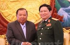 Des dirigeants laotiens apprécient la coopération vietnamo-laotienne dans la défense