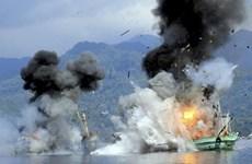 L'Indonésie fait couler des bateaux étrangers arrêtés pour pêche illégale