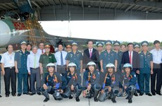 Le président Tran Dai Quang rend visite au régiment de l'armée de l'air 925