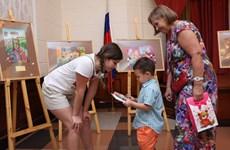 Exposition de peintures célébrant la Journée russe de la famille, de l'amour et de la fidélité