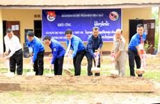 De jeunes volontaires hanoïens à Vientiane