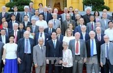 Le chef de l'Etat reçoit des scientifiques étrangers