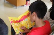 Hanoi : plus de 70 petits démunis s'engagent dans le projet «Les enfants lisent»