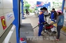 Le litre d'essence baisse de 600 dongs