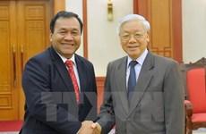 Le secrétaire général Nguyen Phu Trong reçoit l'ambassadeur cambodgien