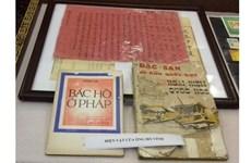 Réception d'objets et documents sur le Président Hô Chi Minh
