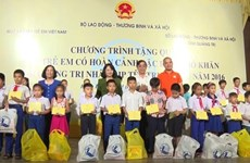 La vice-présidente Dang Thi Ngoc Thinh à la Fête de la Lune à Da Nang