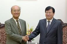 Le vice-PM Trinh Dinh Dung reçoit l'ancien directeur général de l'UNESCO