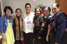 Le Vietnam au congrès de la Fédération démocratique internationale des femmes en Colombie