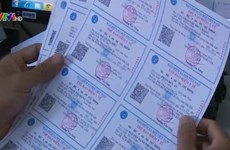Hau Giang distribue des cartes d'assurance-santé aux victimes de l'agent orange