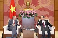 Le vice-président de l'AN Phung Quoc Hien reçoit des parlementaires de l'AELE