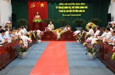 Le PM demande à Long An de devenir l'un des trois centres économiques du Sud