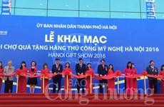 Ouverture de la foire des cadeaux et des produits artisanaux de Hanoi 2016