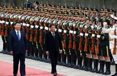 Le président chinois Xi Jinping reçoit son homologue philippin Rodrigo Duterte