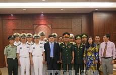 Des autorités de Khanh Hoa reçoivent une délégation de la Marine chinoise
