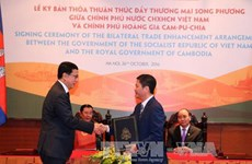 Vietnam et Cambodge signent un accord de promotion du commerce bilatéral