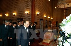 Le Premier ministe Nguyên Xuân Phuc rend hommage roi Bhumibol