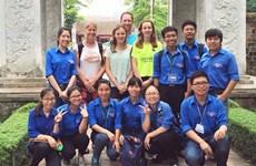Ces jeunes volontaires contribuent à promouvoir la culture et l'histoire nationales