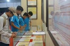 Exposition «Hoàng Sa, Truong Sa du Vietnam - les preuves historiques et juridiques» à Vinh Long