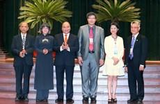 Le Premier ministre Nguyên Xuân Phuc salue les contributions des Viêt kiêu