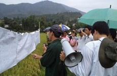 La JICA inspecte un projet de développement rural financé par le Japon à Dien Bien
