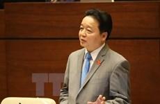 Le ministre des Ressources naturelles et de l'Environnement répond aux interpellations