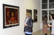 Des peintures de laque poncée du Vietnam séduisent le public allemand