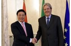 Le vice-PM Pham Binh Minh s'entretient avec le ministre italien des Affaires étrangères