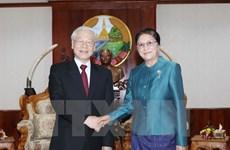 Le SG Nguyên Phu Trong s'entretient avec des hauts dirigeants laotiens
