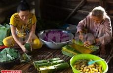 """Le """"banh tet lá cẩm"""", une spécialité réputée de Cân Tho"""