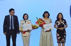 Des femmes scientifiques vietnamiennes honorées par l'Oréal-UNESCO