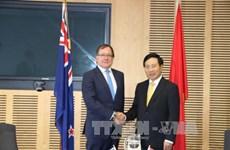 Pham Binh Minh s'entretient avec le ministre néo-zélandais des AE