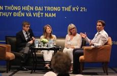 Vietnam et  Suède partagent des expériences dans le journalisme
