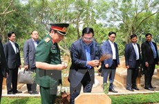 Le Premier ministre cambodgien se rend au vestige historique de l'Unité 125 à Dong Nai