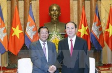Le président Tran Dai Quang reçoit le PM cambodgien Samdech Techo Hun Sen