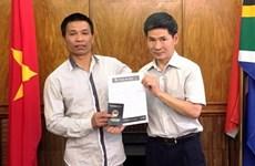 L'ambassade du Vietnam en Afrique du Sud aide un marin vietnamien