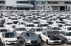 Mi-décembre: bond des importations de véhicules