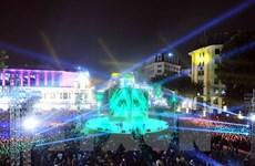 Les Vietnamiens accueillent le Nouvel An dans la joie