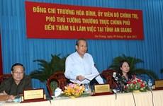 Le vice-Premier ministre Truong Hoa Binh en tournée de travail à An Giang