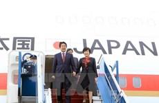 Le PM japonais achève sa visite officielle au Vietnam