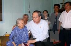 Têt traditionnel: le président du Front de la Patrie se rend à Vinh Long