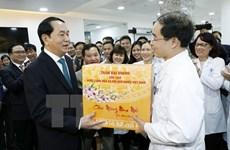 Le président Tran Dai Quang présente ses vœux du Têt aux forces en service le réveillon du Têt
