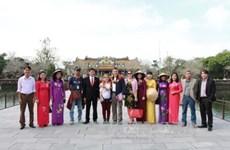 Thua Thien-Hue et Lam Dong attirent des centaines de milliers touristes pendant le Têt traditionnel